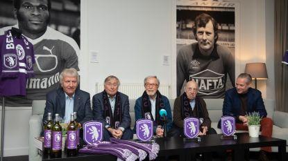 """Strangers ingehuldigd als eerste ambassadeurs van Beerschot: """"Zij zijn origineel, beetje rauw en lijken wel onsterfelijk, net zoals onze club"""""""