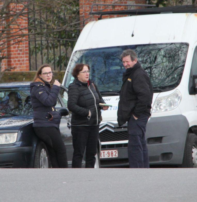 Mama Christine Werbrouck (55) en haar dochter Jana Maschelin (19) raakten ongedeerd uit de auto.