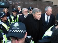 Kardinaal Pell houdt onschuld vol bij eerste bezoek aan rechtbank