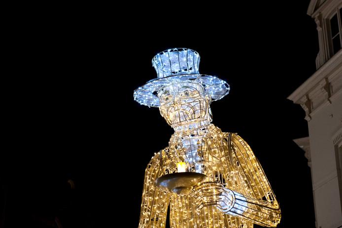 En op de kop van de Brink mag Scrooge ook niet ontbreken, zeker met het oog op het Dickens Festijn dat volgende maand ook weer gehouden wordt in de oude Deventer binnenstad.