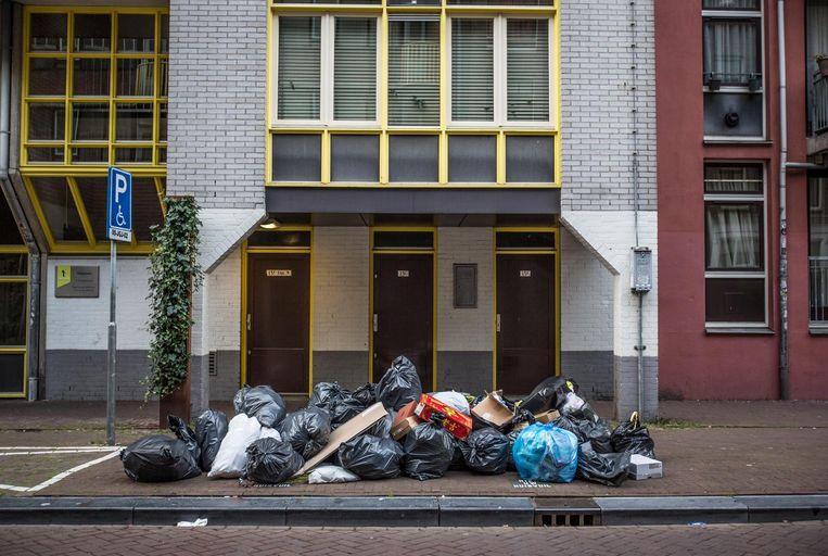 Afval op de Sint Antoniebreestraat Beeld Eva Plevier