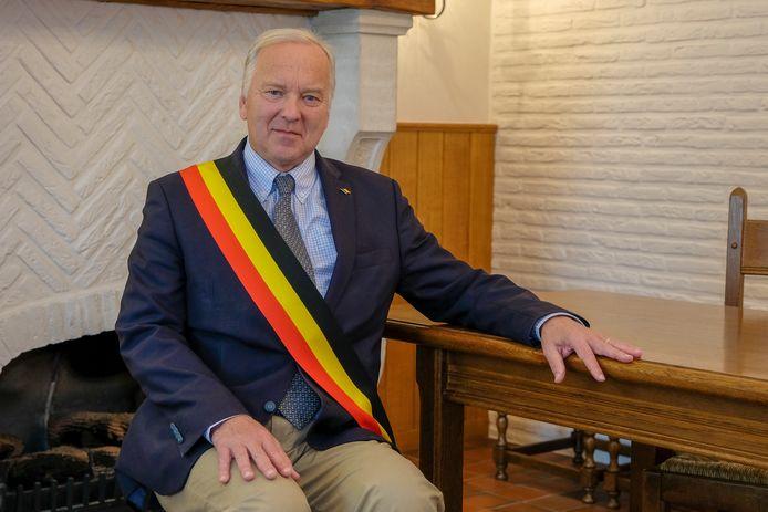 Burgemeester van Wezembeek-Oppem Frederic Pétit.