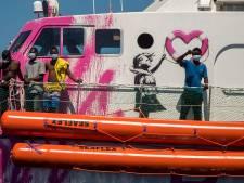 Reddingsboot Banksy in problemen na eerste redding op Middellandse Zee