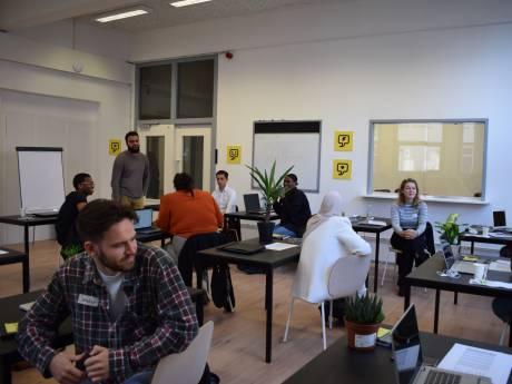 Gratis IT-scholen schieten in Rotterdam-Zuid als paddenstoelen uit de grond: programmeurs met migratieachtergrond gewild