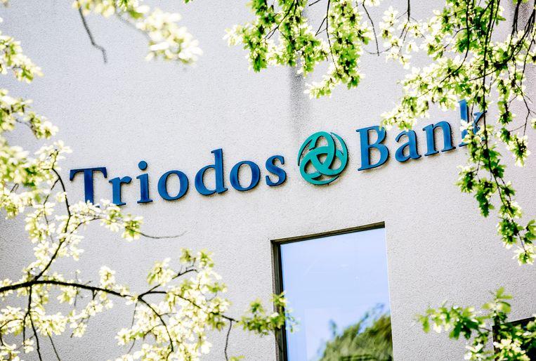 Het logo van Triodos Bank op het hoofdkantoor in Zeist. Beeld ANP