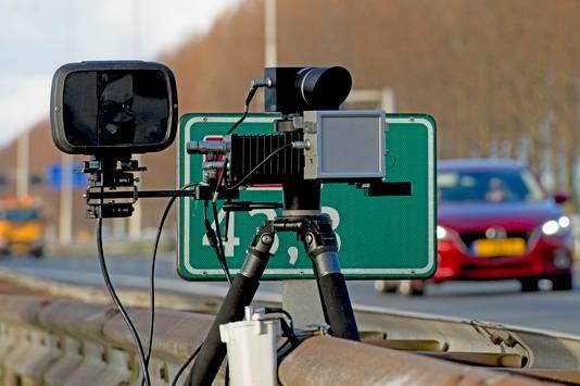 Mobiele flitscontrole langs de A20.