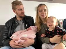 Twee Friese zusjes exact een jaar na elkaar geboren