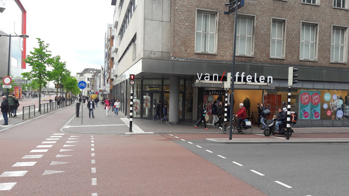Het C&A-pand op de hoek van het Vredenburg en de Potterstraat.