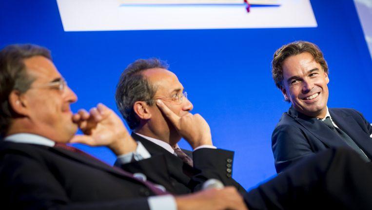 Van links naar rechts: KLM-Air France topman Alexandre de Juniac, CFO Pierre-Francois Riolacci en Camiel Eurlings, topman van KLM tijdens een persconferentie in Parijs, waarbij nieuwe plannen van de Frans-Nederlandse luchtvaartcombinatie bekend werden gemaakt in 2014. Beeld ANP