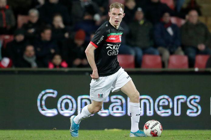 Jellert van Landschoot in actie tegen Go Ahead Eagles.