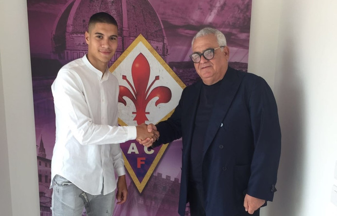 Kevin Diks met Fiorentina-directeur Pantaleo Corvino.
