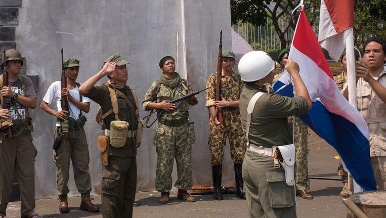 Reënscenering van de revolutie in Nederlands-Indië, maandag precies 70 jaar geleden. Beeld Michel Maas