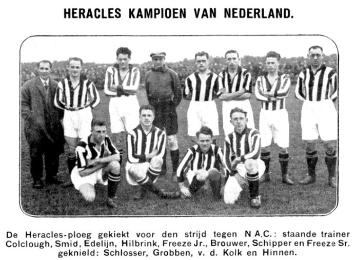De kampioensploeg van Heracles in 1927, links trainer Horace Colglough.