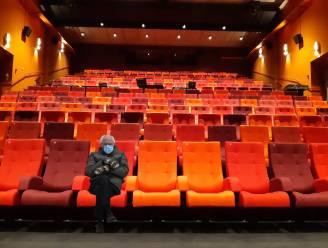 Bernie houdt stoelen warm in gesloten cultuurzaal Nova