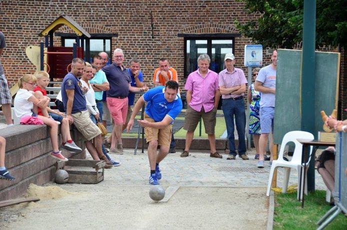 Het kegelgooien is een van de jaarlijkse rituelen op de Duisburgse Feesten