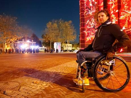 Is Glow in Eindhoven rolstoelvriendelijk? Hoe bevalt een avondje 'Glowen' op zithoogte?