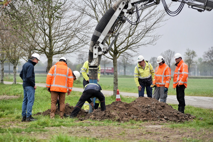 In een transportleiding tussen Rotterdam en Venlo was bij Udenhout een lekkage ontstaan.