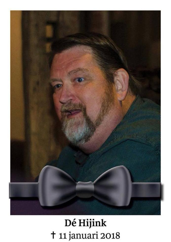 Deze foto heeft de KWOV op hun facebookpagina geplaatst, na het overlijden van hun erelid Dé Hijink. Hij had een koninklijke onderscheiding gekregen voor al zijn werkzaamheden, maar overleed voordat de versierselen overhandigd konden worden. Foto: Gerben Olthof