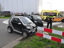 Twee Smart auto's botsen in Waalwijk
