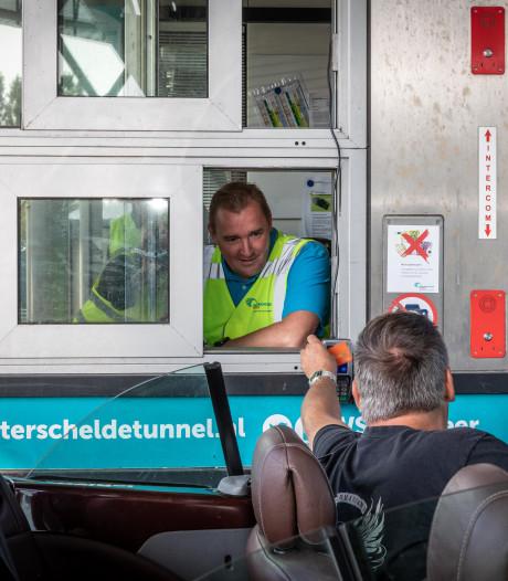 Borselse burgemeester Dijksterhuis int de tol alsof hij het al jaren doet