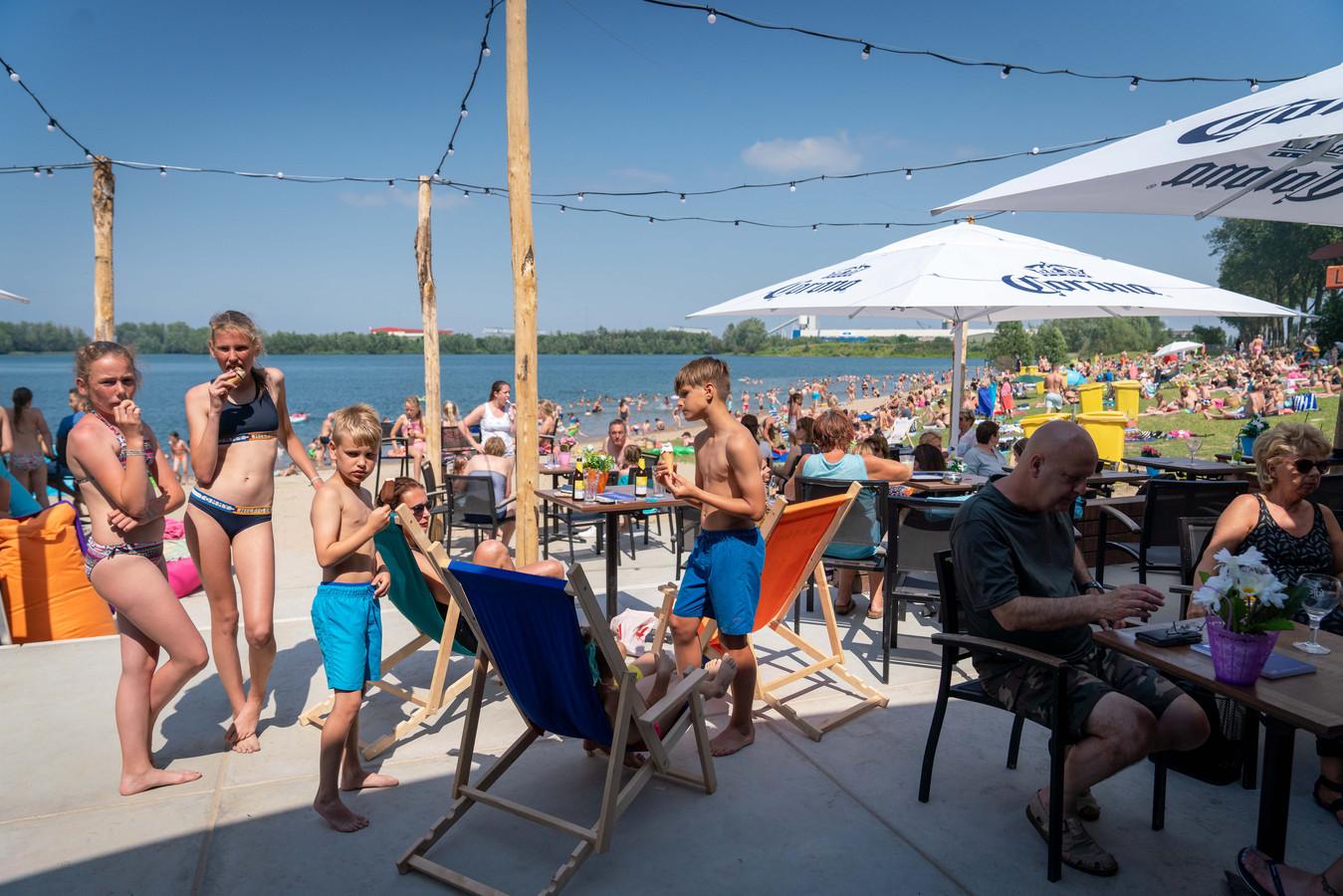 Beachclub BUITEN! in Huissen. Foto: Erik van 't Hullenaar.