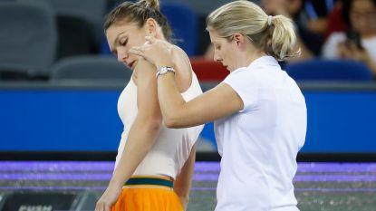 Geblesseerde Simona Halep geeft op in eerste ronde in Peking