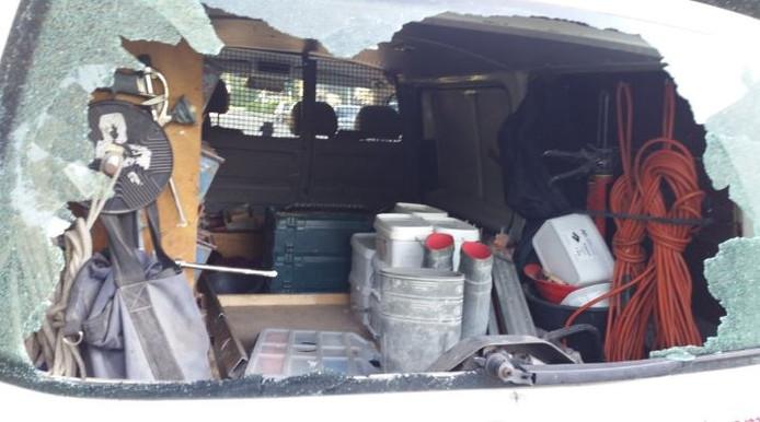 De bedrijfsbus stond aan de Kievit in Raalte. Foto: Politie Raalte
