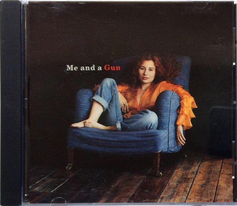 Tori Amos schreef het nummer Me and a Gun over de onthechting die ze voelde nadat ze verkracht was. Beeld