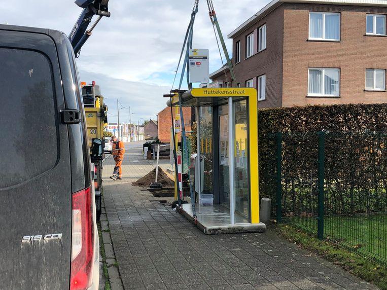 Het schuilhokje van de halte Huttekensstraat werd donderdag verplaatst naar de halte Mechelbaan 67.
