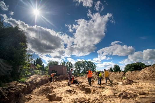Archeologen voeren in 2015 onderzoek uit in de bodem van de Oostflank in Wijchen.
