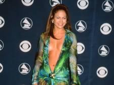 Jennifer Lopez trekt iconische Versace-jurk weer aan: 'Terwijl mijn styliste er geen fan van is'