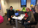 Thijs Lindhout (links) en journalist Sjaak van de Groep.