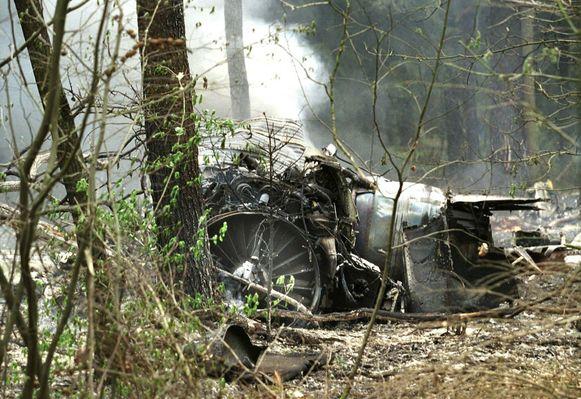 Een Belgische F-16 komt tijdens een oefenvlucht in het Nederlandse Sellingen in botsing met een ULM-vliegtuig. Een van de twee piloten sterft, net als de piloot van het ULM-vliegtuig.