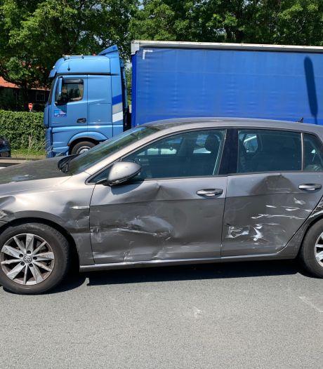 Vrachtwagenchauffeur raakt auto in dode hoek op A65 bij Vught
