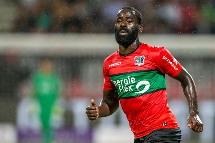 Quincy Owusu-Abeyie in het shirt van NEC.