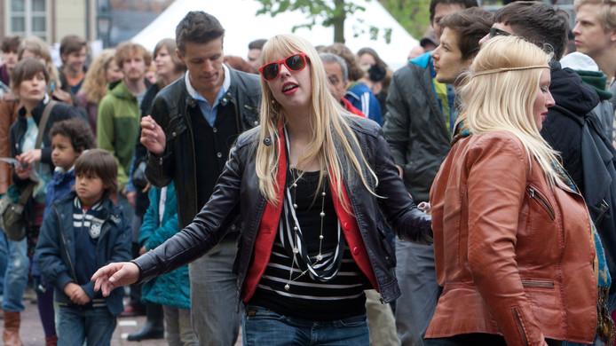 Swingen op het Salverdaplein tijdens een van de eerdere Bevrijdingsfestivals.