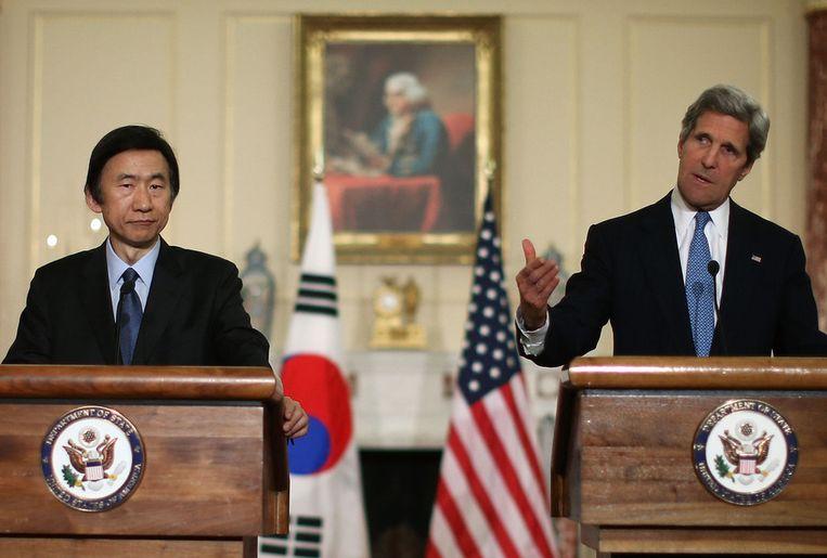 De Amerikaanse minister van Buitenlandse Zaken John Kerry en zijn Zuid-Koreaanse collega Yun Byung-Se gisteren in Washington. Beeld getty