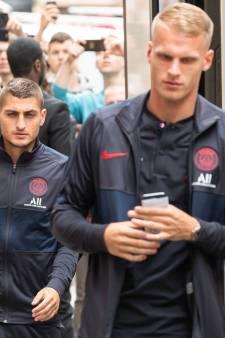Bakker (19) maakt in oefenduel officieuze debuut voor PSG
