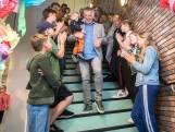 Schooldirecteur Jan Smits die niet weg wilde uit Riel, gaat nu toch