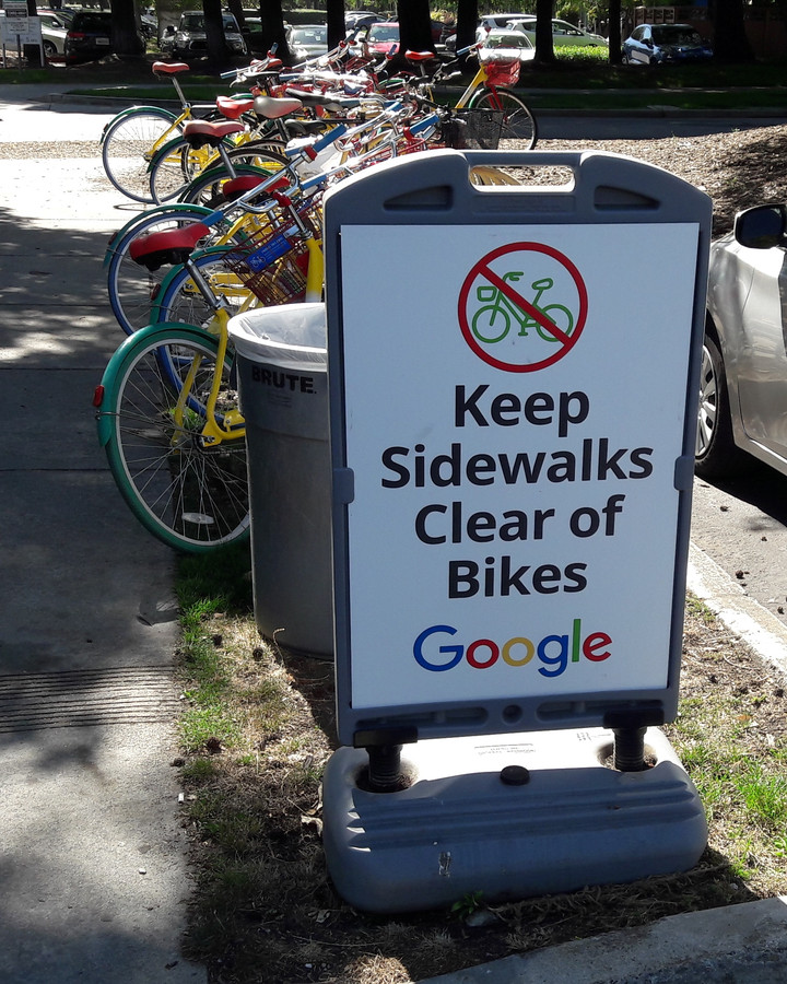 Fietsen op de Google Campus in Mountain View.