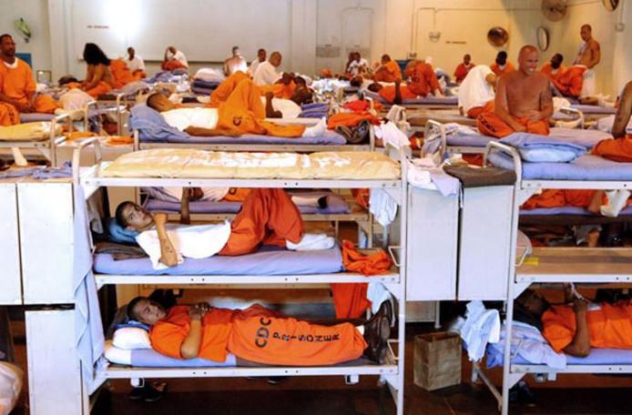 Gevangenen in Amerika zijn te herkennen aan hun oranje pakken.