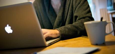 Technologie overvalt de werknemer in zijn huis