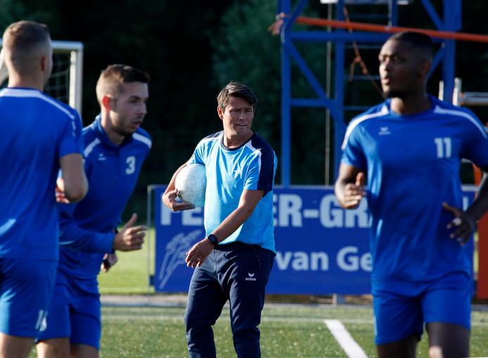 Lieven Gevaert (midden) gaat zaterdagmiddag met Hoek voor zijn derde overwinning op rij.
