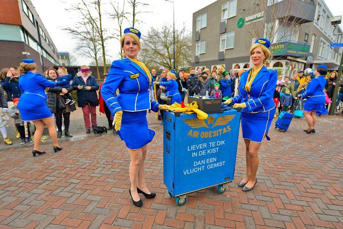 Stewardessen tijdens de Geldropse optocht.