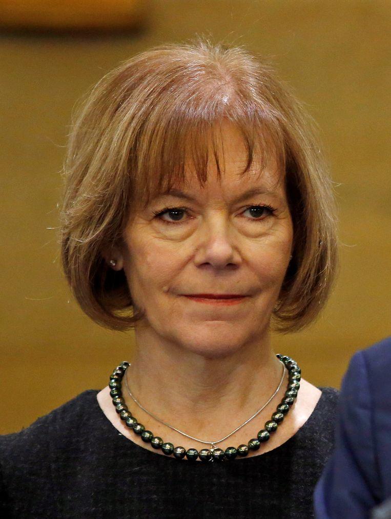 Luitenant-gouverneur Tina Smith van Minnesota zal voorlopig Frankens zetel overnemen.