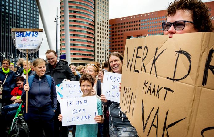 Leraren tijdens een eerdere staking in Rotterdam.