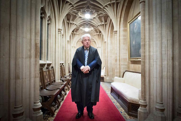 Bercow gaat door z'n dagelijkse routine en bereidt zich voor om voor te zitten in de kamer van de House of Commons.  Beeld AP