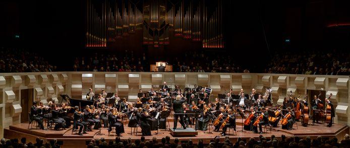 Sinfonia XXL brengt o.l.v. Conrad van Alphen The Planets van Holst