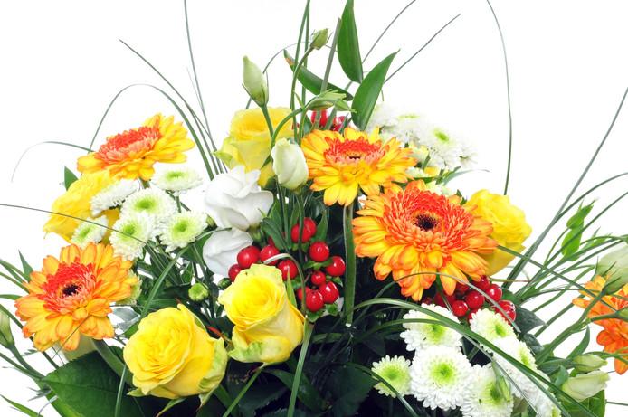 Het winkelpersoneel kreeg zaterdagochtend een bloemetje als dank voor de hulp.