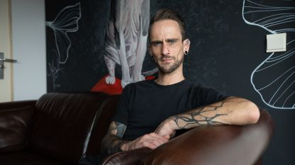 """Jordi (32) liet zich vijf jaar geleden 'chippen': """"Was het beu om telkens mijn huissleutels te verliezen"""""""
